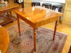 Antiker Tisch wachsbehandelt