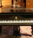 Antiker Konzertflügel schwarz poliert