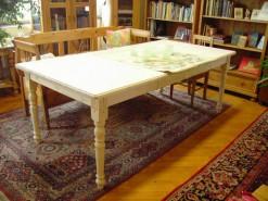 Tisch im Landhausstil