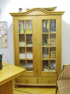 Antike Büchervitrine