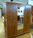 Großer antiker Schrank mit Spiegel