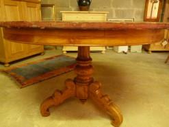 Antiker runder Tisch