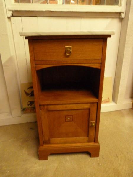 Nachttisch antik und Marmorplatte
