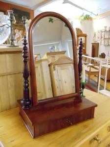 Antiker Spiegel dunkelbraun mit Schublade