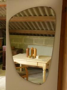 Geformter Spiegel aus den 50er Jahren